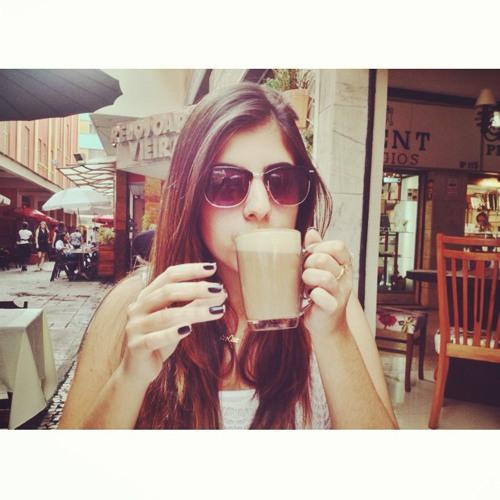Júlia Bretas 1's avatar