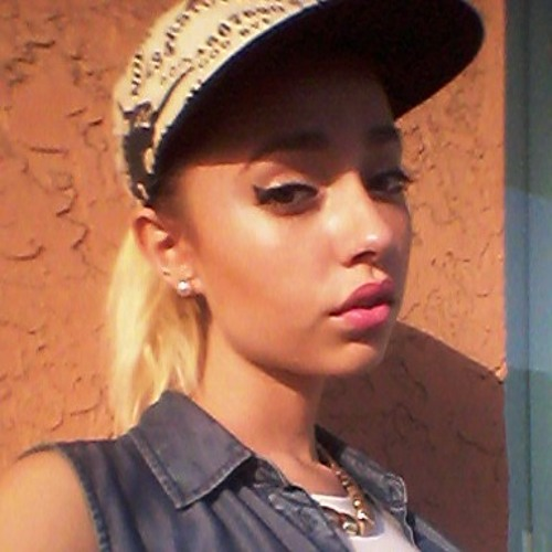 amelia_perez's avatar