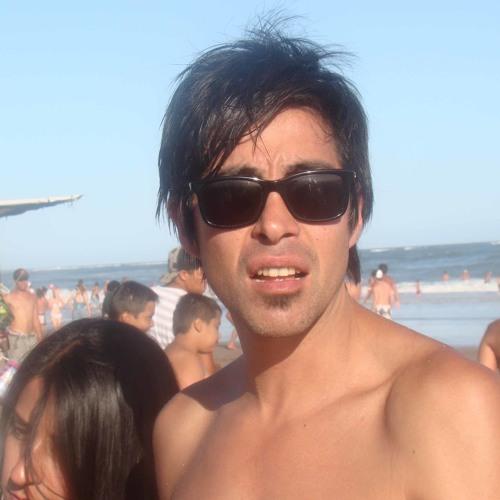 Luis Ruesja's avatar
