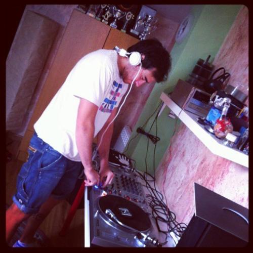 Alex Fernadez Oviedo's avatar