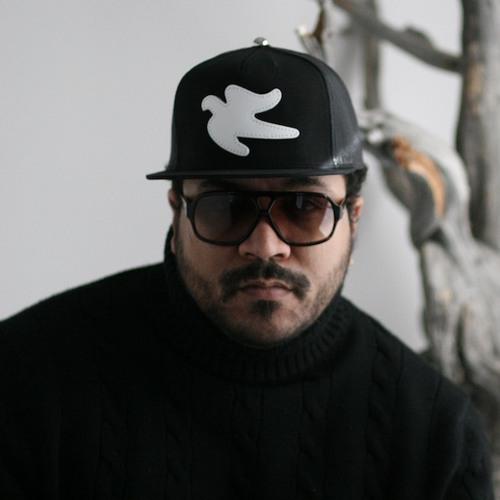 MateoSenolia's avatar
