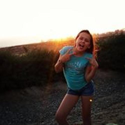 Larissa Hall's avatar
