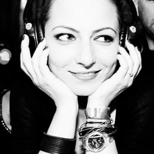 Juli Joy's avatar