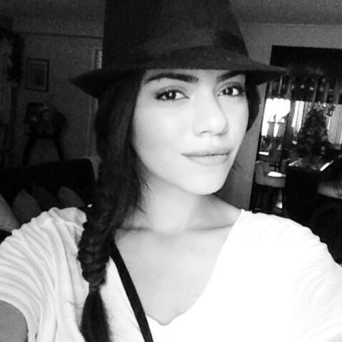 Andrea Lunar's avatar