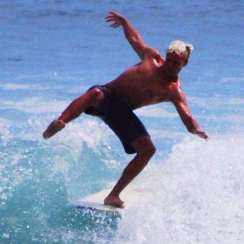 Silver Surfboi's avatar