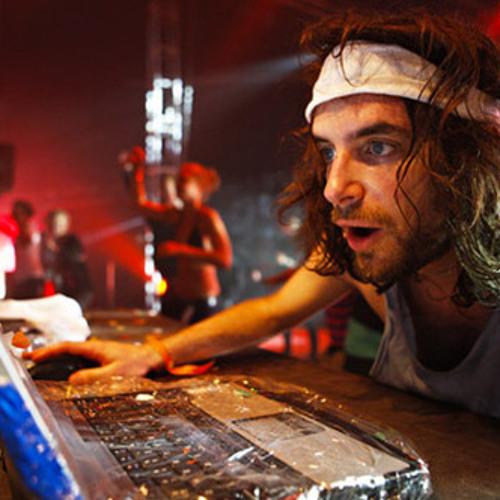 DJ STVTIK's avatar