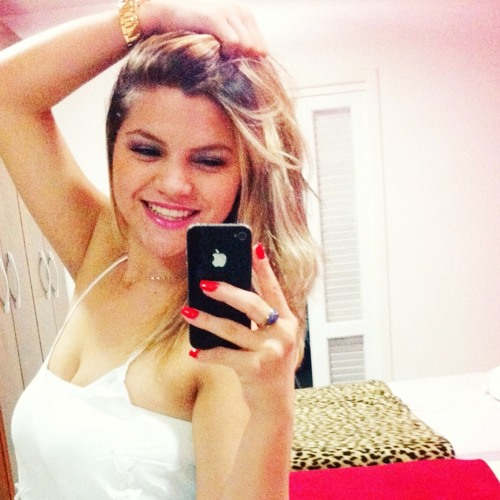 Lorenna Soares's avatar