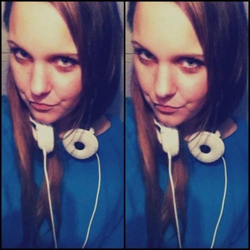 Nina V. Be Grabo's avatar