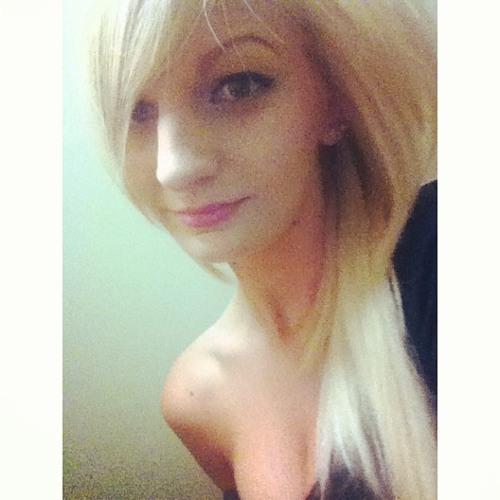Julie kartner's avatar