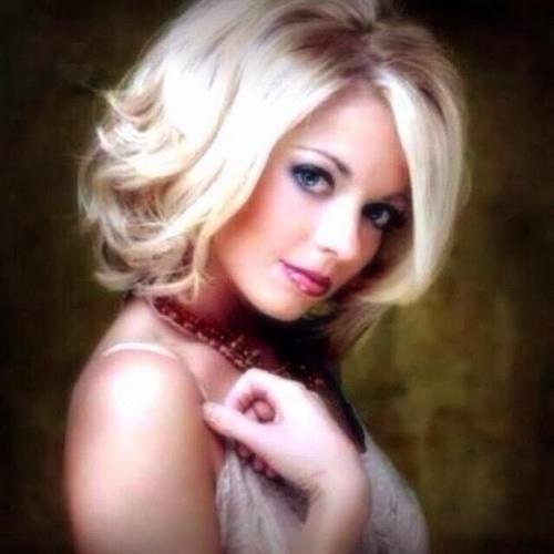 Clara Svenson's avatar