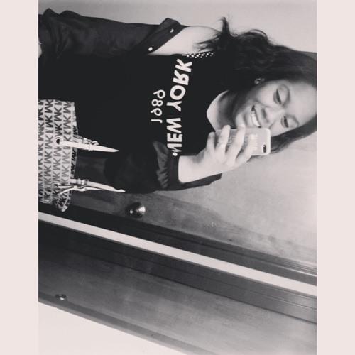 Courtnee V's avatar