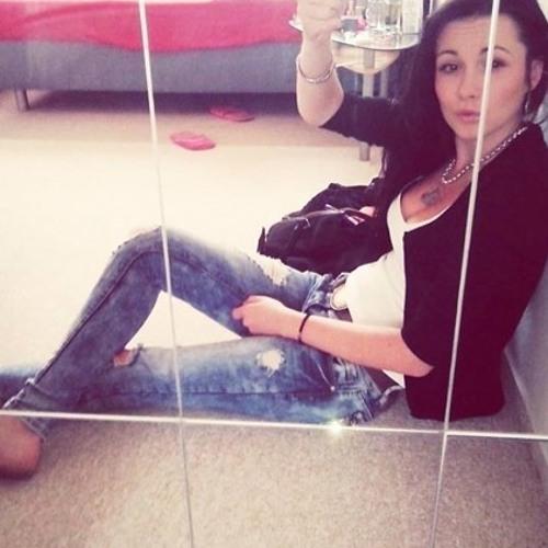 Michaelaa La's avatar