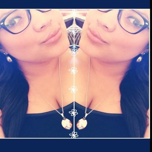 Rebecca Irias's avatar
