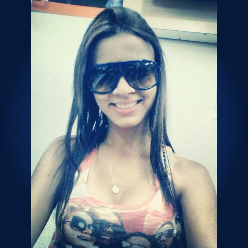 Aline Gomes 48's avatar