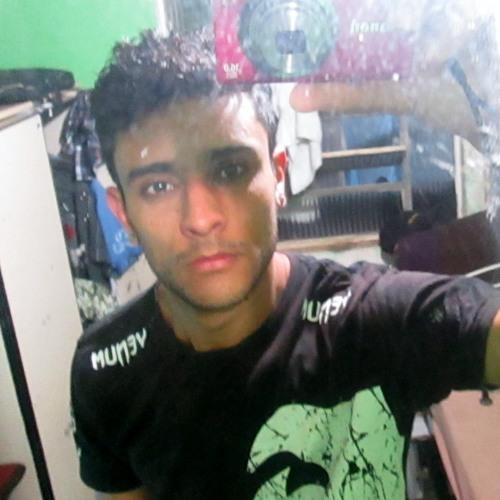 Gustavo Maxim's avatar
