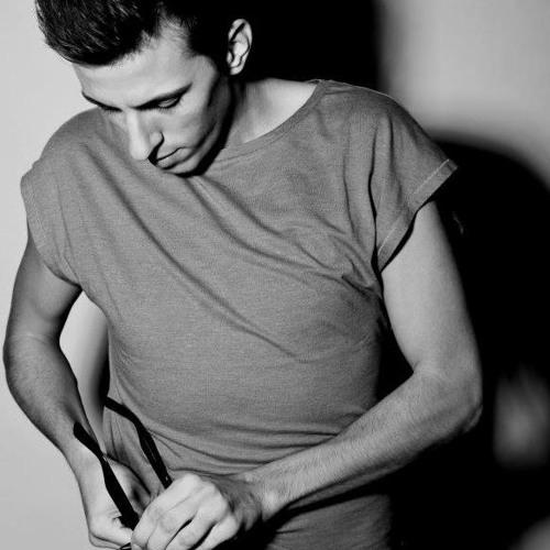 DeepInLove Radioshow 001 // Mix by DAN (Cafe del Mar Resident DJ)