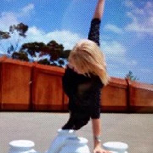 Claire HomZee's avatar