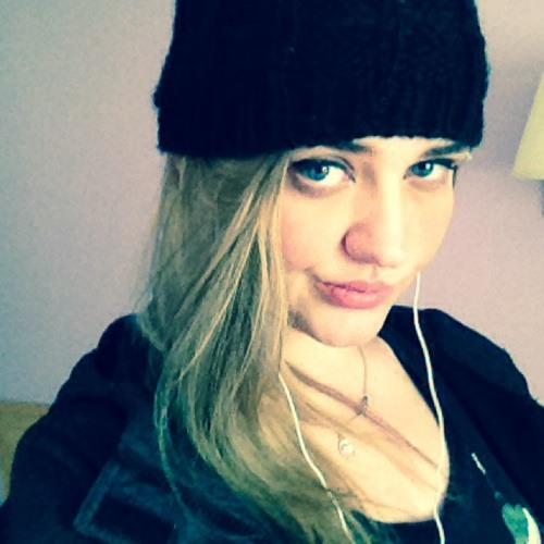 AmyRenae;)...'s avatar