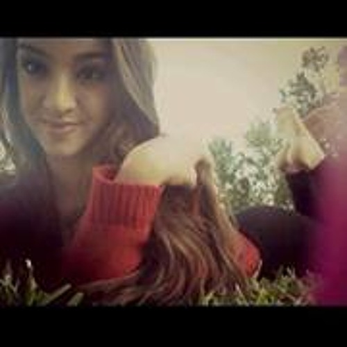 Kayla Tavares's avatar