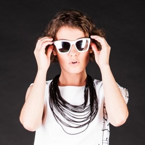 Violetta Rose's avatar