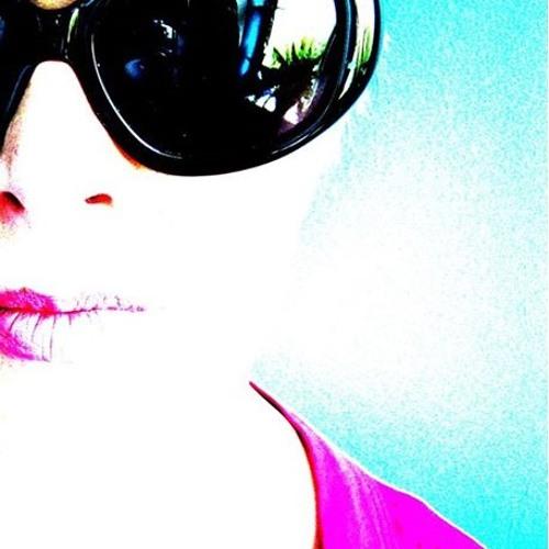 Sarah Winton *'s avatar