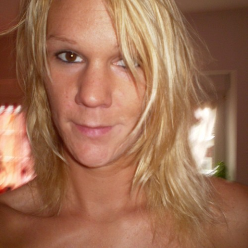 Julia Esser's avatar