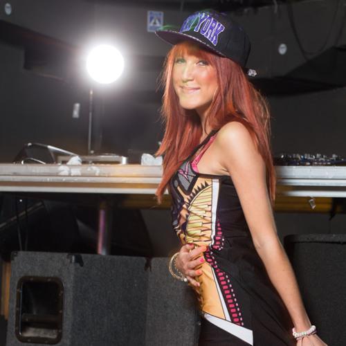 Monika Monu's avatar