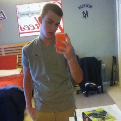 Dylan Theyn's avatar