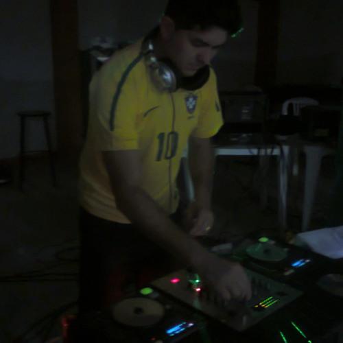 DJ Breno tully's avatar
