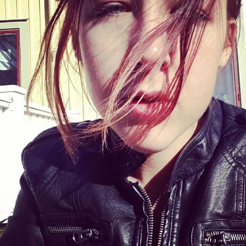 Maya Hallberg's avatar