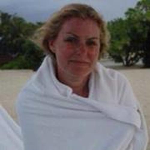 Julie Garrow's avatar