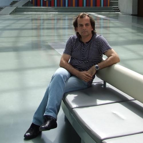 Michail Vekiaris's avatar