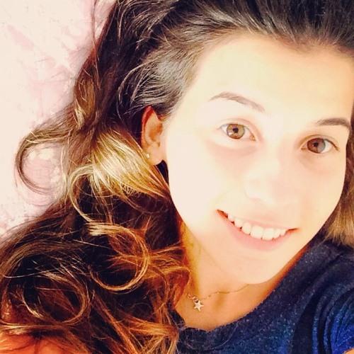 Flavia Queiroz's avatar