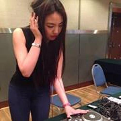 Lisa  Liu's avatar