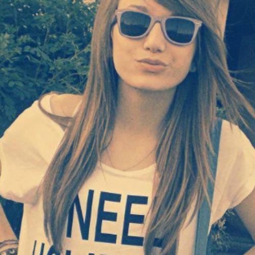 Mira Nina s's avatar