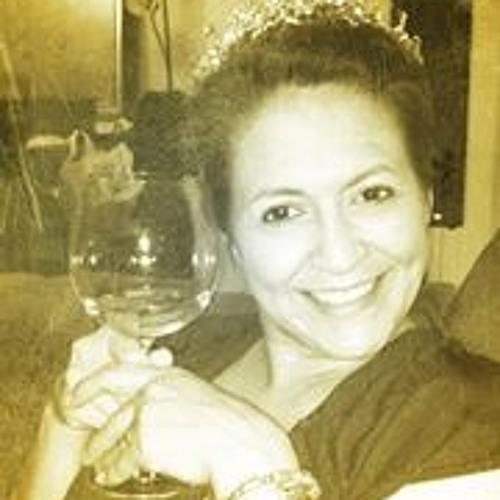 Emily Herrera Thrasher's avatar