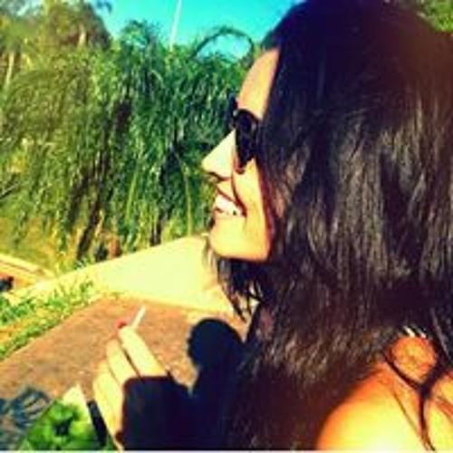 Karina Barcelos's avatar