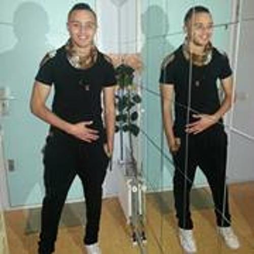Yuri Lopes 20's avatar