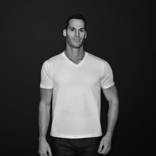 Tom Macari's avatar