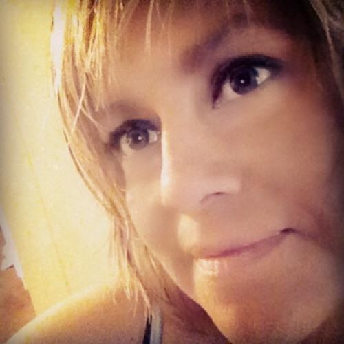 Adriana Geronilla's avatar