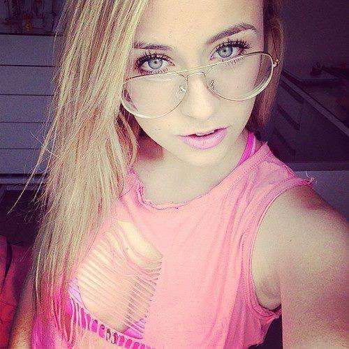 Marie Vares's avatar