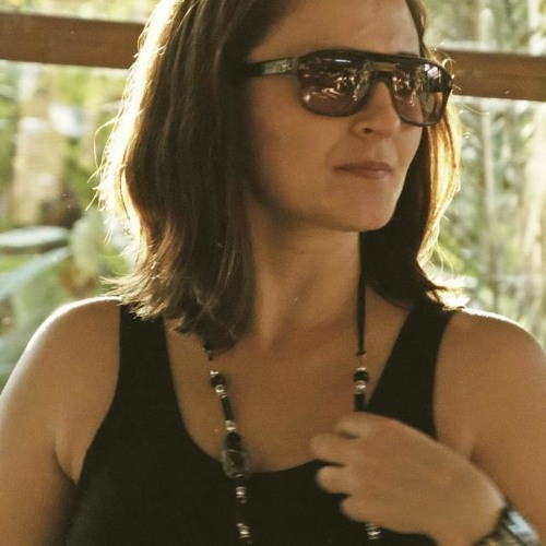 Viviane Maciel's avatar
