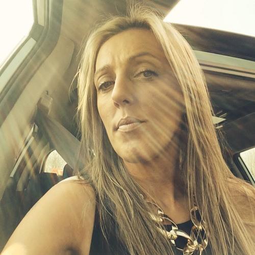 Anne Sutton 1's avatar