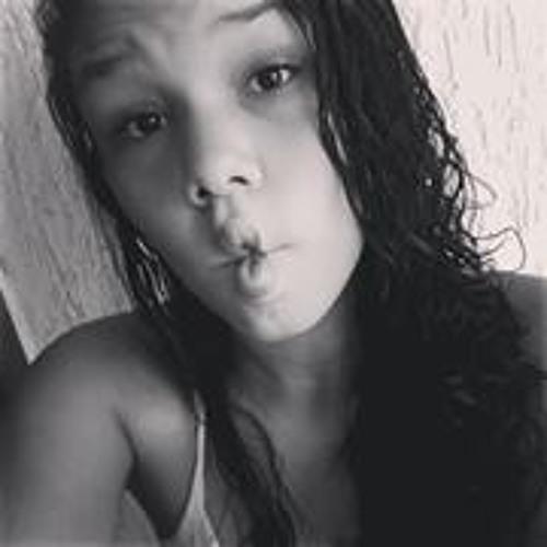 Clara Oliveira 20's avatar