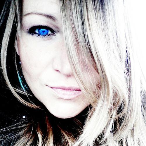 fatima lily's avatar
