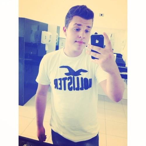 Vinicius Mutti's avatar