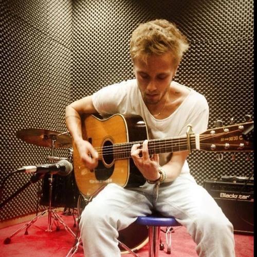 Yoann Crsn's avatar