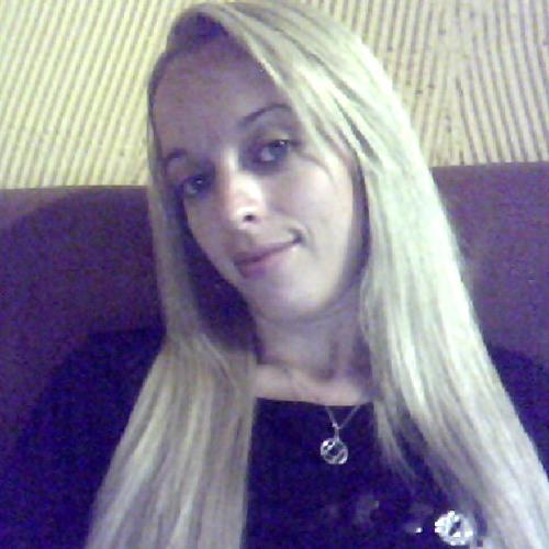 Monique Bentes's avatar