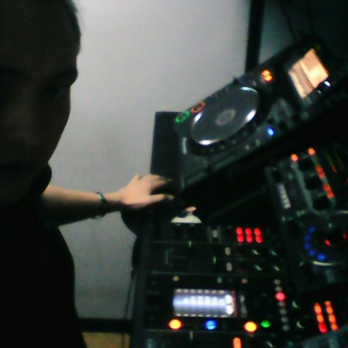 LUG LOPEZ's avatar