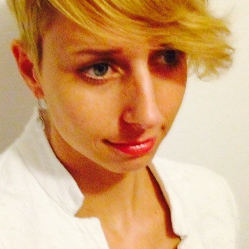 AnnemarieV's avatar